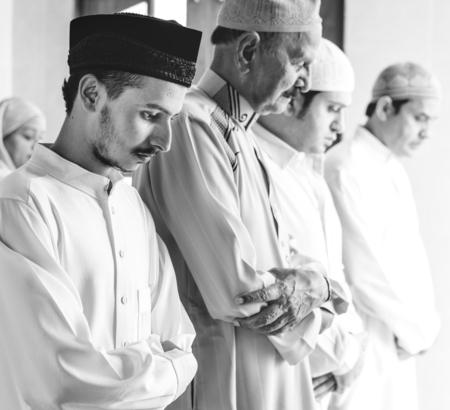 Muslim praying in Qiyaam posture Imagens