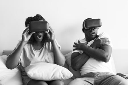 Couple enjoying the VR experience Reklamní fotografie