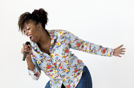 Black passionate woman vocalist singing karaoke Standard-Bild