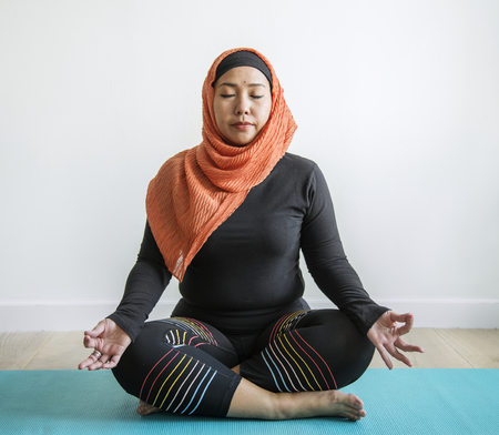 Muslim woman meditating Stockfoto