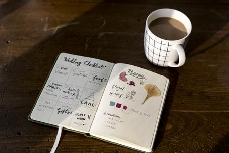 Closeup of wedding checklist notebook on wooden tabel 版權商用圖片
