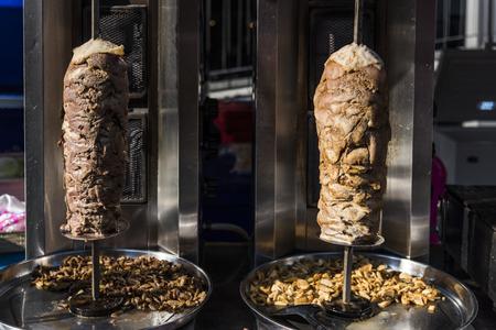 Doner kebab in a roasting spti Archivio Fotografico - 109570917