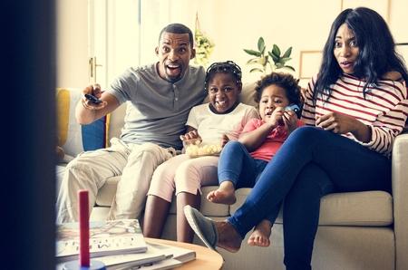 Afrikanische Familie, die Zeit zusammen verbringt