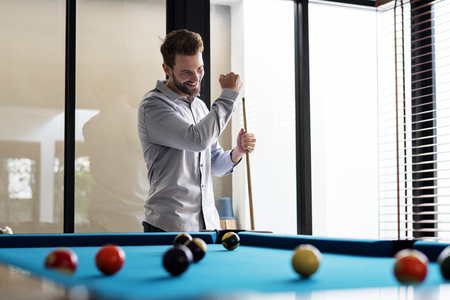 Man playing pool by himself Archivio Fotografico - 109572860