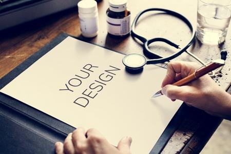 Doctor writing a report Zdjęcie Seryjne