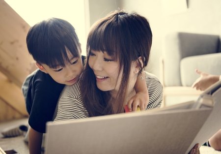 Japanese mother and son playing Imagens