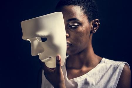 Black woman holding white mask Reklamní fotografie - 109662772