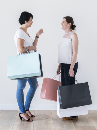 Woman enjoy shopping 스톡 콘텐츠 - 109690055