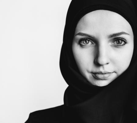 Monochrome view of a muslim woman Stock Photo - 115992216
