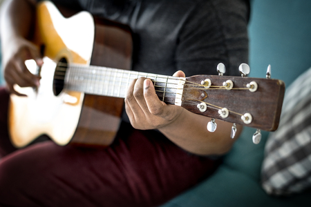 Man playing an acoustic guitar 스톡 콘텐츠