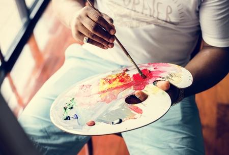 Black artist man doing his art work 写真素材 - 109641342