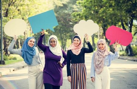 Muslim women holding speech bubbles Imagens