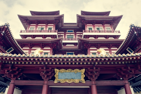 Beautiful view of Tooth relic temple in singapore Imagens - 109895519