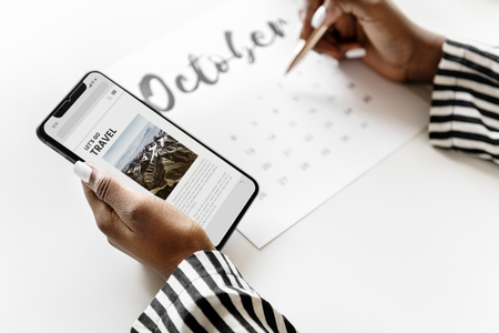 Woman scheduling on a calendar Stockfoto - 109895636