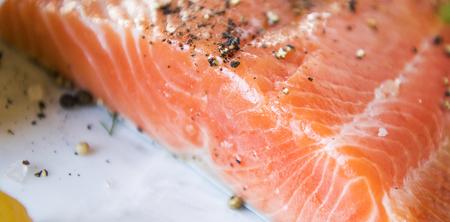 Fresh salmon fillet food photography recipe idea 版權商用圖片 - 109995992