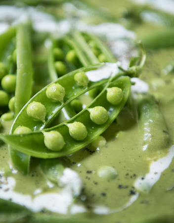 Green pea soup food photography recipe idea