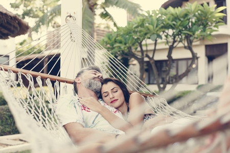 Couple resting together in a hammock Imagens