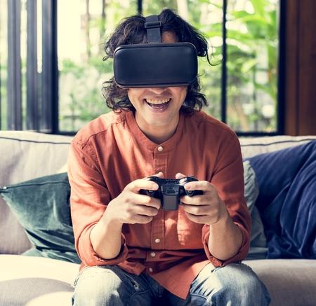 People enjoying virtual reality goggles Imagens
