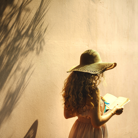 Girl reading a book in the summertime Stockfoto