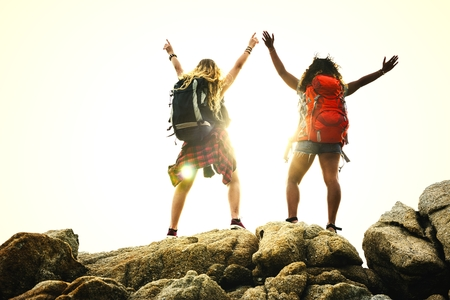 Backpacking friends on a gap year adventure Stockfoto