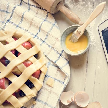Strawberry pie food photography recipe idea Imagens