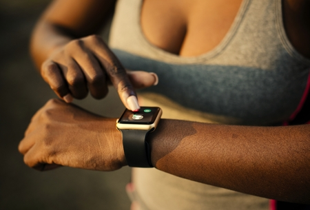 Woman answering a call through her smartwatch Stockfoto