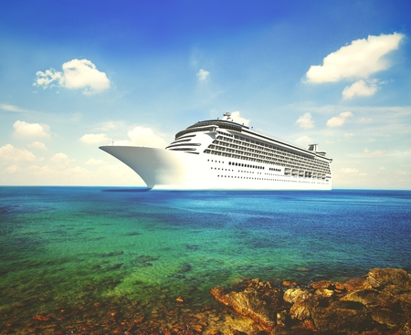 3D cruise ship in tropical waters Imagens - 110102023