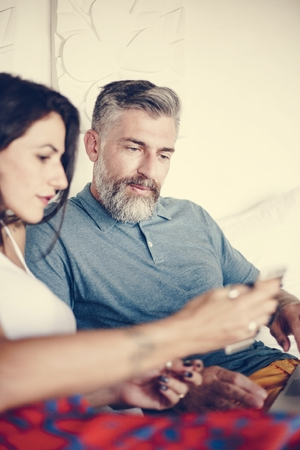 Couple using their phone while on vacation Imagens