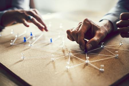 Personas que se conectan en una red empresarial global Foto de archivo
