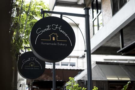 Black sign outside a restaurant mockup Banque d'images - 110451619