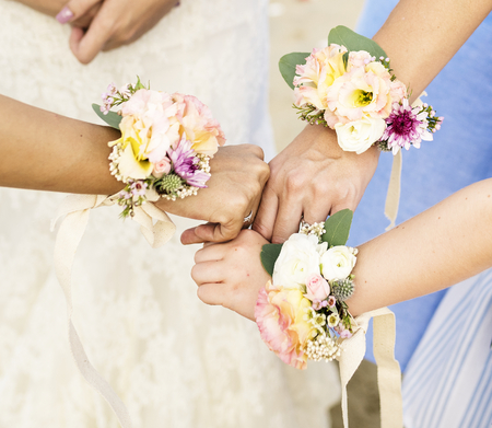 Bridesmaid corsages Standard-Bild - 110548285