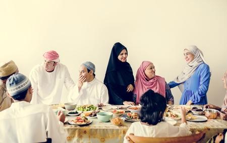 Repas du Suhoor ou Iftar du Moyen-Orient