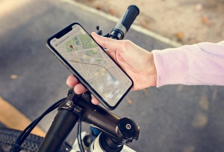 Navigation map on a smartphone screen Imagens - 110554156