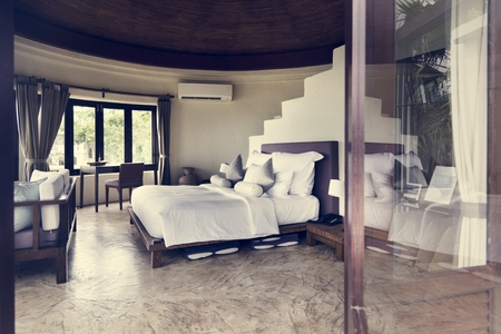 Hotelzimmer in einem Luxusresort Standard-Bild