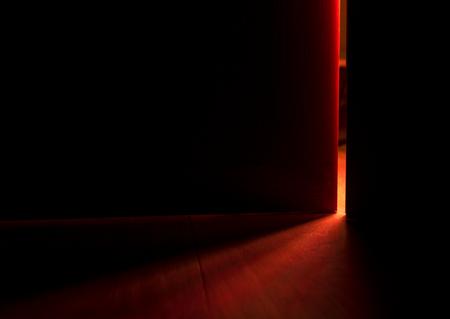 Luz de una puerta abierta