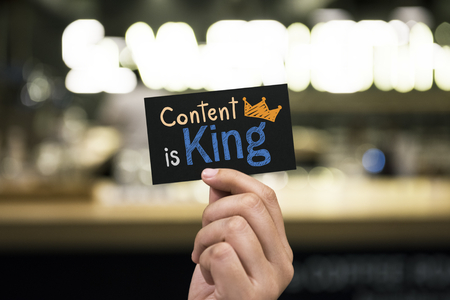 Phrase Content is king written on a card Foto de archivo