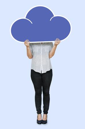 Woman holding a blue cloud symbol Stockfoto