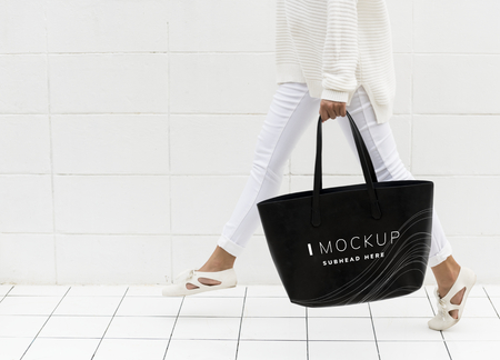 Woman holding a black tote bag mockup 免版税图像
