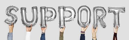 Ballons alphabet gris argenté formant le mot support Banque d'images