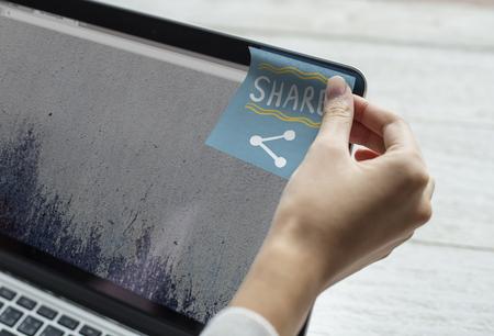 Share written on a sticky note Stockfoto