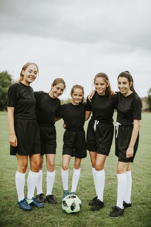 Las jugadoras de fútbol se apiñan antes de un partido