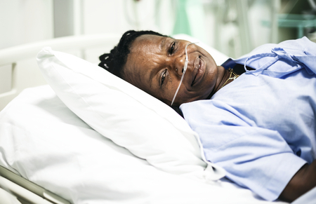 Sick woman in a hospital bed Stockfoto - 113301206