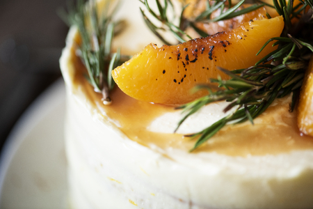 Buttercream cake with apricot and rosemary 版權商用圖片