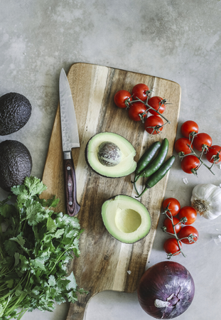 Ingredients for a fresh guacamole food photography recipe idea 免版税图像