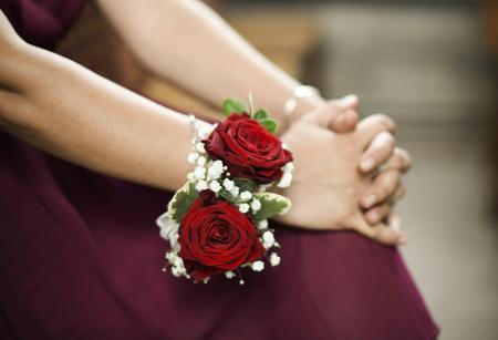 Brautjungfer mit Rosenkorsage