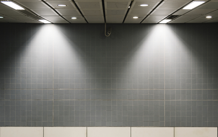 Gray wall mockup inside of a train station Banque d'images - 112595519