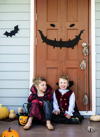 Little children trick or treating Imagens