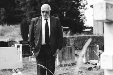 Lonely widower mourning at the graveyard Stock Photo - 112891027