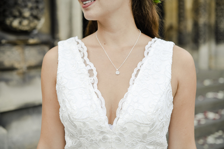 Close up of a bride with a diamond necklace 版權商用圖片