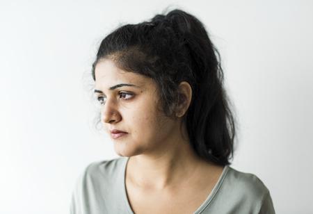Porträt einer nachdenklichen Frau